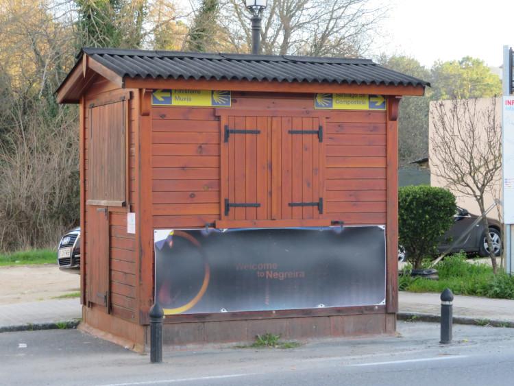 En basse saison, peu d'hébergement et de services sont ouverts - Santiago in Love - CC BY-SA-NC