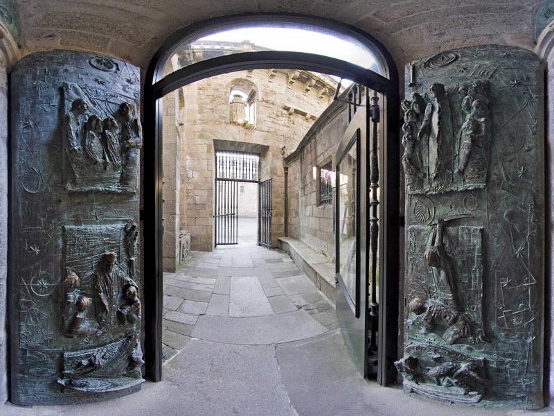 porte sainte ouverte