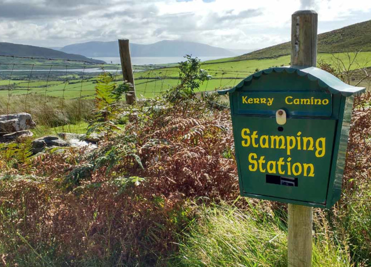 caminos insolites - Kerry Camino Stamping Station - photo Dingle Gate Hostel